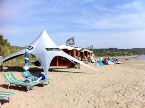 kitesurfen toskana follonica kiteurlaub kitereisen kiten an den top kitespots. Black Bedroom Furniture Sets. Home Design Ideas
